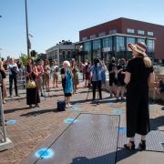 Els Bakker tijdens opening Door de ogen van Monet op 2 juni 2021